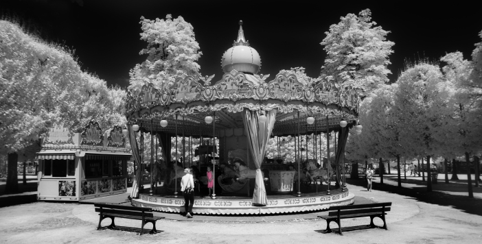 Merry-go-'round by Greg Westfall licenced under CC by 2.0